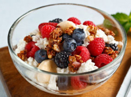 Healthy Cottage Cheese Berry Crunch Recipe